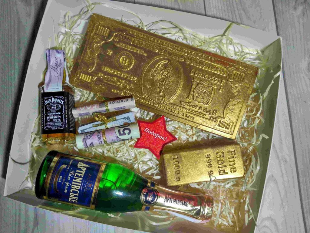 Слиток золота из шоколада. Шоколадные деньги