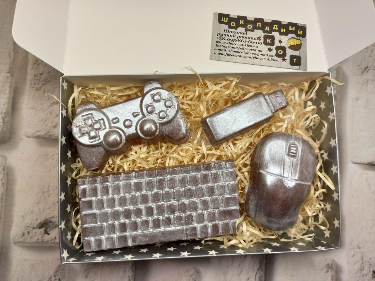 шоколадная клавиатура, мышь, флешка, геймпад