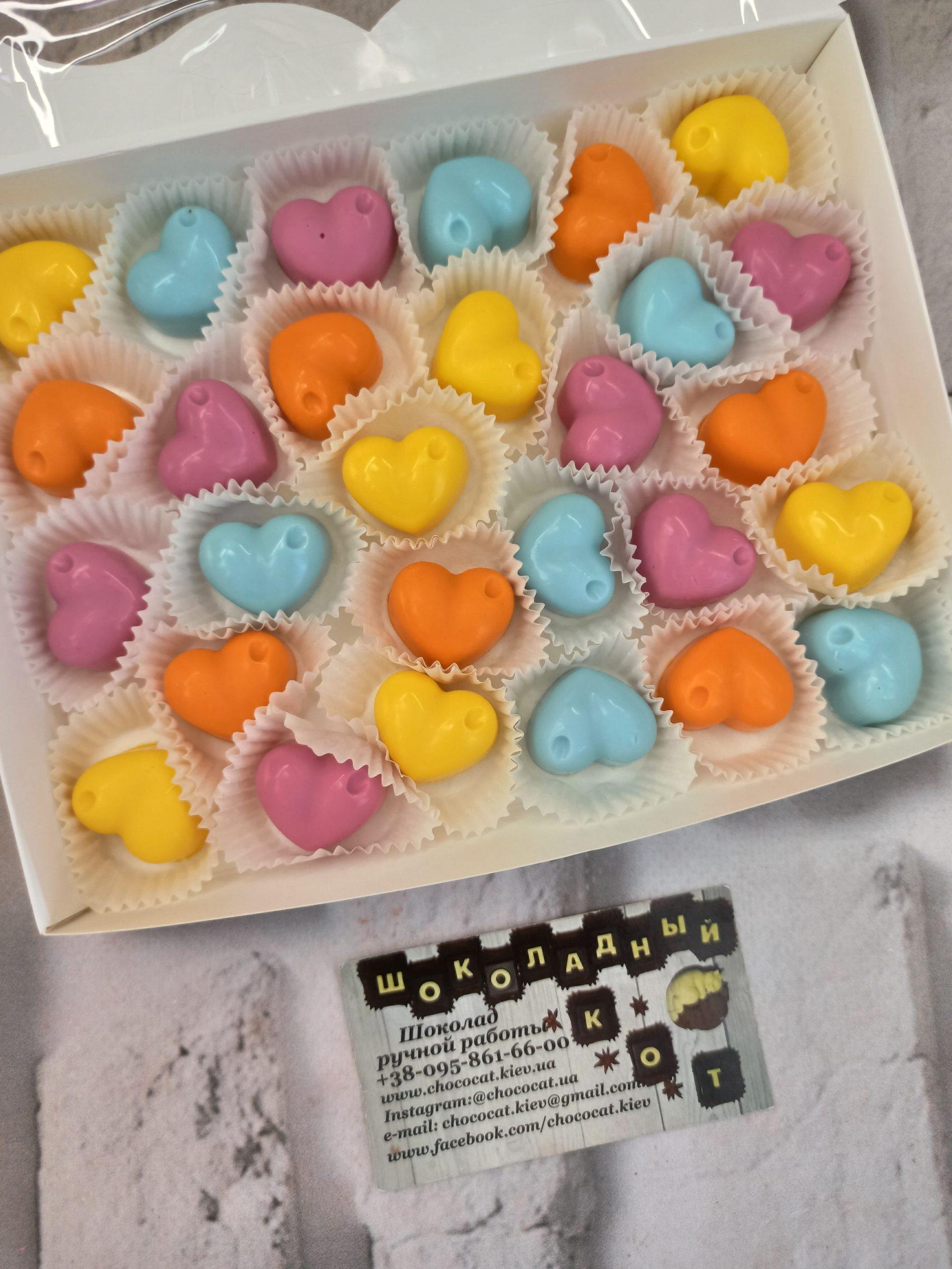 Разноцветные шоколадные сердечки